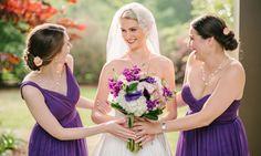 Wenn ihr überlegt für eurer Hochzeit Lila & Weiß als Hochzeitsfarben zu wählen, ist diese Fotostory eine tolle Inspiration. Vom Brautstrauß bis zur Deko... © Riverland Studios