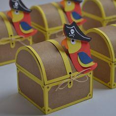 Mini caixa baú - Pirata Pirate Day, Pirate Birthday, Pirate Theme, Baby Birthday, Birthday Party Themes, Diy And Crafts, Crafts For Kids, Pirate Crafts, Ocean Party