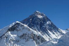 """Montagne - Alpinisme - Népal: des """"ice doctors"""" préparent au péril de leur vie une unique ascension de l'Everest"""