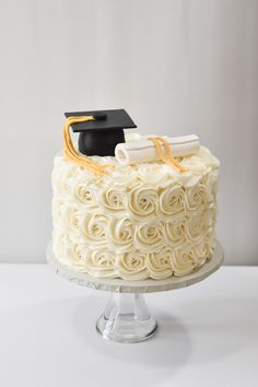 Graduation Cake Designs, Graduation Party Desserts, Graduation Party Planning, Graduation Cookies, Graduation Celebration, Graduation Party Decor, College Graduation, Cake Decorating Techniques, Cake Decorating Tips