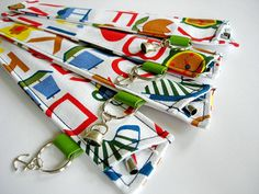 Herbruikbare RVS rietjes in houder. Scrap Fabric, Fabric Scraps, Sewing Crafts, Sewing Projects, Diy Crafts, Metal Straws, Stainless Steel Straws, Diy Accessories, Zero Waste