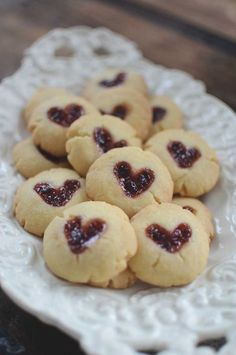 Make sweet cookies for valesntine's. With rasberry jam you can make small hearts.Sweet and sweet! No Bake Desserts, Dessert Recipes, Grill Sandwich, Grandma Cookies, Chicken Salad With Apples, Food Porn, Candy Cookies, Sweet Cookies, Cranberry Recipes