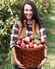 My friends and I went apple picking with our dogs last week to celebrate the beginning of fall! Apple Picking Outfit, Classic Style, My Style, Country Style, Autumn Scenes, Preppy Look, Prep Style, Apple Orchard, Apple Farm
