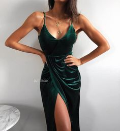 Evening Gowns Formal Dresses for Women Halter Neck Formal Dr.-Evening Gowns Formal Dresses for Women Halter Neck Formal Dress - Formal Dresses For Women, Elegant Dresses, Pretty Dresses, Beautiful Dresses, Green Formal Dresses, Formal Gowns, Fashion Mode, Look Fashion, Green Velvet Dress