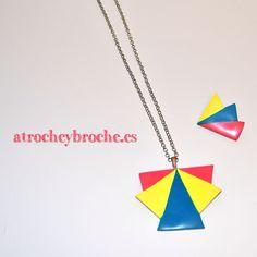 Conjunto de broches y colgante de triángulos de colores #polymerclay #polyclay