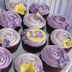 New flowers birthday cake for girls cupcake ideas ideas Girl Birthday Cupcakes, Girl Cupcakes, Little Girl Birthday, 12th Birthday, Happy Birthday, Birthday Cakes, Purple Cupcakes, Pretty Cupcakes, Flower Cupcakes
