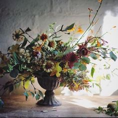 Photo of the Day | Beautiful autumnal floral design by Jenn at @jenn_pinder_flowers | #UnderTheFloralSpell #Flowers #PhotooftheDay