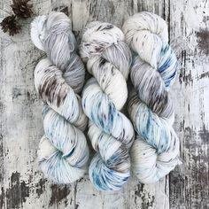 手染め糸 ソックヤーン #41〝水によせる間奏曲 〟 | ハンドメイドマーケット minne Hand Dyed Yarn, Yarns, Spinning, Knits, Throw Pillows, Wool, Knitting, Crochet, Hand Spinning