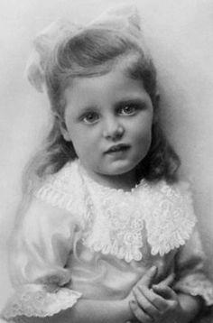 Princesse Marie Elisabeth de Bavière (1914-2011) épouse de dom Pierre-Henri prince d'Orléans et Bragance (1909-1981)