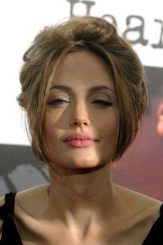 Angelina Jolie is such an amazing actress Angelina Jolie Makeup, Brad And Angelina, Angelina Jolie Photos, Angelina Jolie Hairstyles, Most Beautiful Women, Beautiful People, Actrices Sexy, Jolie Pitt, Celebs