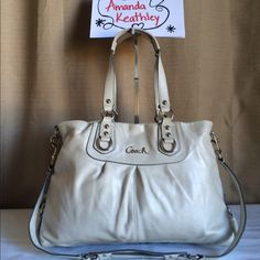 """⚪️Coach Platinum Ashley Carryall- F15513 $100 FREE SHIPPING •NO TRADES •Smoke/Pet free home •Approximate dimensions: 16"""" x 10"""" •Handle drop: 8"""" with a longer 16"""" detachable strap •In GUC (please see all pictures as there are some marks/scuffs on the outside of the bag. Inside lining is in beautiful condition) Coach Bags Shoulder Bags"""