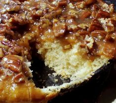 Peaceful Cooking: Buttermilk Skillet Cake with Pecan Praline Topping - Recipes to Cook - Praline Topping Recipe, Pecan Praline Cake, Pecan Pralines, Pecan Recipes, Cake Recipes, Cooking Recipes, Skillet Recipes, Yummy Recipes, Dessert Recipes