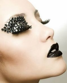 12 Most Extreme Fashion Makeup Ideas - Oddee.com (extreme makeup) http://perfumemonster349.shopinterest.co