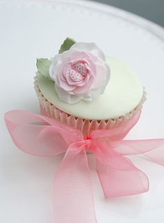 Cabbage rose cupcake