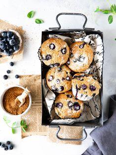 Retrouvez cette recette de muffins vegan et healthy sur mon blog www.healthycooklife.com . Ils sont pauvres en sucre et matière grasse, de quoi se régaler sans culpabiliser.  #recette #recettehealthy #recettefacile #patisserie #foodphotography #foodstyling Muffins Sains, Camembert Cheese, Food And Drink, Cupcakes, Vegan, Blog, Instagram, Veggie Muffins, Fruit Slice