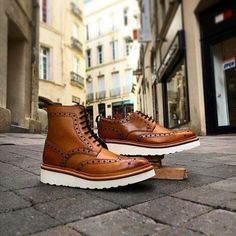"""We're excited to have as our new stockist in Montpellier // Here showing new in Fred & Archie styles """" On the list """" Top Shoes, Men's Shoes, Shoe Boots, Dress Shoes, Suede Shoes, Work Fashion, Mens Fashion, Fashion Outfits, Best Shoes For Men"""