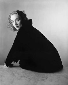 Irving Penn: Marlene Dietrich, New York, National Portrait Gallery, Smithsonian Institution. Gift of Irving Penn © Condé Nast Publications, Inc. Marlene Dietrich, Richard Avedon, Classic Hollywood, Old Hollywood, Irving Penn Portrait, Looks Black, Black And White, Photo Humour, Nova Jersey