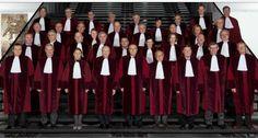 El Tribunal Justicia UE declara ilegal el impuesto español de sucesiones y donaciones. http://www.rtve.es/noticias/20140903/tribunal-justicia-ue-declara-ilegal-impuesto-espanol-sucesiones-donaciones/1004780.shtml