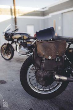 cafe racer // stylish leather saddle bags