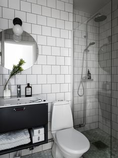 Våra Hem – Historiska hem - Lilly is Love Beautiful Interior Design, Bathroom Interior Design, Interior Decorating, Decoration Inspiration, Bathroom Inspiration, Viria, White Tiles Black Grout, Home Renovation, Interior And Exterior