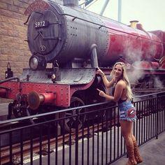 Galeraaaa é hoje que vai pro ar nossa matéria de Orlando mostrando o mundo do Harry Potter e muitoooo mais! Ta incrível!!! Não percam, é já já!!! @domingo_legal