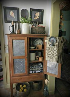 Dwelling Style Floor Strategy - How To Purchase A Home Layout Flooring Approach? Pie Safe - Reminds Me Of My Grandaddy's Pie Safe. Primitive Cabinets, Primitive Furniture, Country Furniture, Antique Furniture, Primitive Living Room, Primitive Homes, Country Primitive, Prim Decor, Country Decor