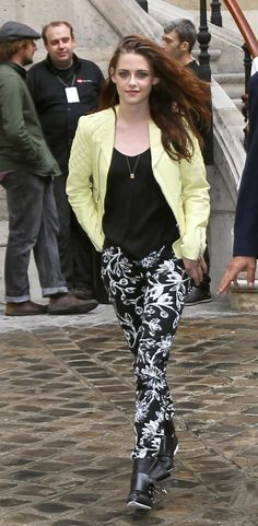 Kristen Stewart leaves the Balenciaga fashion show in Paris during the Paris Fashion Week.  Paris, France September 27th 2012