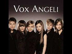 Un jolie musique très douce des 6 enfants de vox angeli. A savourer. Et, pour ceux que ça interesse, j'ai fait une playlist avec toutes les chanson de cet al...