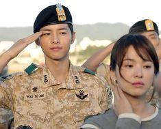 Song Joong Ki and Song Hye Kyo in the series Descendants of the Sun Drama Korea, Korean Drama, Girl Photo Poses, Girl Photos, Descendants, Korean Actresses, Korean Actors, Decendants Of The Sun, Song Joon Ki