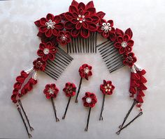 Florabunda Kanzashi Flower Hair Comb Set Made por MountainMusings, $120.00