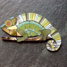 Sticking with the wildlife theme. Mosaic Tile Art, Mosaic Artwork, Mosaic Diy, Mosaic Garden, Mosaic Crafts, Mosaic Projects, Mosaic Glass, Fused Glass, Stained Glass