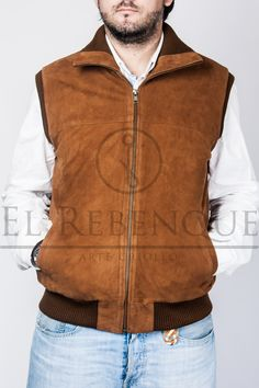 Chaleco de gamuza Wordpress, Vest, Jackets, Fashion, Sweater Vests, Down Jackets, Moda, Fashion Styles, Jacket