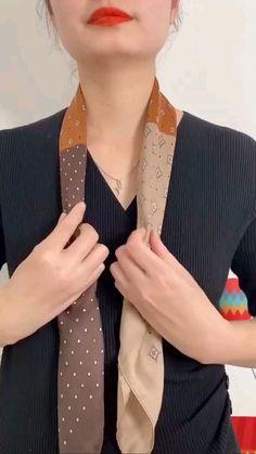 Ways To Tie Scarves, Ways To Wear A Scarf, How To Wear Scarves, How To Fold Scarf, Scarf Wearing Styles, Scarf Styles, Blouse Styles, Scarf Knots, Diy Scarf