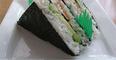 Sushi wird bei uns sehr gerne gegessen. Um mal ein wenig Abwechslung in die Form hineinzubringen habe ich sie in Sandwich-Dreiecke gemacht. ...