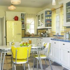 I would so love to have a kitchen like that!