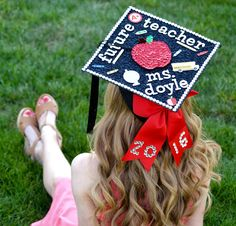 Education graduation cap decorations - inspiration for teaching majors designing their graduation caps! Find the perfect idea for your project!