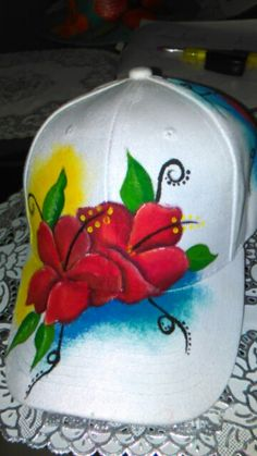 Gorra cayenas pintadas Feather Painting, Air Brush Painting, Fabric Painting, Diy Painting, Hobbies And Crafts, Diy And Crafts, Drawing Hats, Painted Hats, Sun Visor Hat