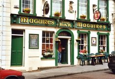 The Irish Pub, a beautifully constructed journey through Ireland via 23 of the country's traditional public houses. Ireland Pubs, Local Pubs, Pub Signs, Irish Traditions, Bar Lounge, Donegal, Irish Men, Guinness, House Styles