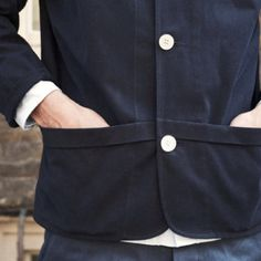 pockets that go from center front to side Couture Details, Fashion Details, Diy Fashion, Mens Fashion, Sewing Pockets, Tailored Jacket, Japanese Street Fashion, Cardigan Fashion, Pocket Detail
