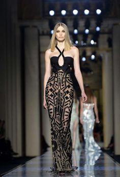 EN IMAGES. Fashion week : Versace et ses déesses orientales - La Parisienne