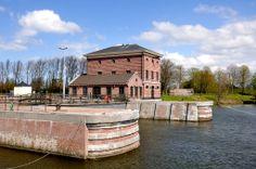 Hellevoetsluis - pomphuis bij droogdok Jan Blanken