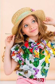 DOLCE & GABBANA SS 2020 Dolce And Gabbana Kids, Floral Tops, Baby Kids, Kids Fashion, Girl Outfits, Hana, Nursery Ideas, Clothes, Women