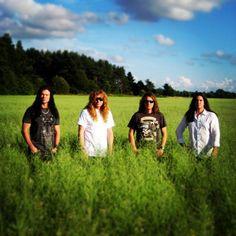 これは メガデス という トラシュ メタル バンド です。 しゃかいもんだい と せいじについて うたいます。