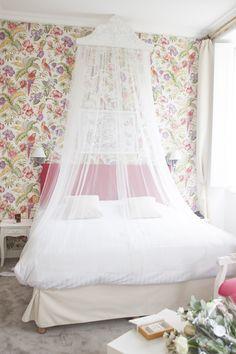 Hélène & JeanStephan   Film & Photography - @mariemarrymeinc   Wedding Planner & Designer - @HappilysEvents #interior #interieur #lit #room #tropical #tulle #dosel #fleurs #flowers #elegant #style #chic #vintage #chateaudepuyrobert #mariemarryme