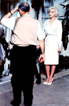 Marilyn Monroe - 1962 - with director George Cukor - she's looking a little down on set of Something's Got To Give Marilyn Monroe 1962, Marilyn Monroe Photos, Something's Gotta Give, Actor Studio, Norma Jeane, Most Beautiful Women, Beautiful People, Beautiful Pictures, Old Hollywood