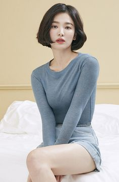 Song Hye Kyo stuns with her doll-like beauty in 'Suecomma Bonnie' pictorial Song Hye Kyo stuns with her doll-like beauty in 'Suecomma Bonnie' pictorial Short Hairstyles For Women, Summer Hairstyles, Korean Beauty, Asian Beauty, Song Hye Kyo Style, Song Hye Kyo Hair, Song Joong Ki, Mode Streetwear, Korean Actresses