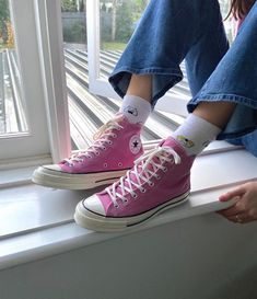 Dr Shoes, Swag Shoes, Hype Shoes, Me Too Shoes, Pink Shoes, Converse Rose, Pink Converse Outfits, Green Converse, Designer Shoes