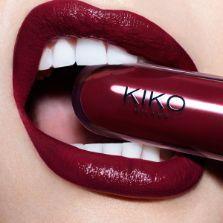 Achetez en ligne le nouveau Unlimited Stylo, le rouge à lèvres crémeux longue tenue au fini semi-mat.