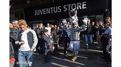 Trezeguet e Cabrini al #JStore di Milano - Juventus.com