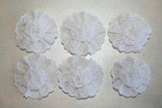 Bianco Vintage occhiello pizzo e Chiffon tessuto fiori disporli d'uso 6 su fasce capelli clip brocce gioielli